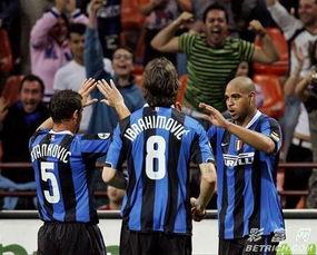 图文 国际米兰2 2巴勒莫 阿德进球扳平比分