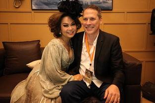 歌手 杜丽莎老公探班 亲密相拥画面温馨