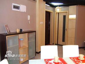 厨房门旁边是 入墙式鞋柜图片