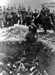 由一名德国特别行动组的军官拍摄的,乌克兰最后一个被处决的犹太...