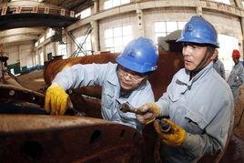 ,发动职工开展技改技措和修旧利废取得显著成绩.2013年,该厂检修...