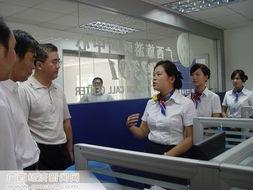 图:呼叫中心工作人员在向相关领导介绍情况-广西旅游呼叫中心正式...