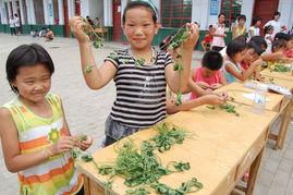 农村儿童的暑假生活 绿草编织新梦想