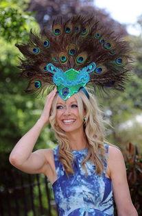 女人的疯帽子 英国皇家赛马会的盛会