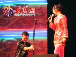 济南国际幽默艺术周东北二人转专场文艺演出爆笑开场