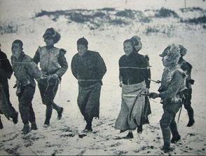 被押赴刑场的东北抗联勇士.-东北抗联旧照 为虎作伥的韩籍日军
