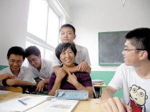 参加工作,中学英语高级教师,现任静海县唐官屯镇中学九年级