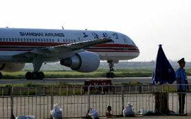 Re 上航一航班起飞45分钟后返航 乘客称机舱起火
