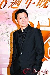 (设计对白)   姜文对刘德华说:我身材不如你,但我能带着老婆孩子...