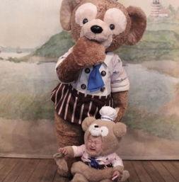一个日本妈妈,没事就把儿子打扮迪士尼动画里的人物带到迪士尼游乐...
