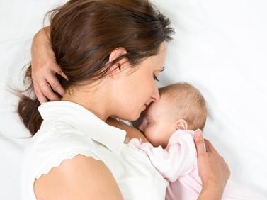 婴儿脖子太脆弱了 小心抱成 歪脖子