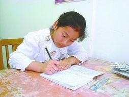 女儿黄诗茜写日记给爸爸加油 术后反应让黄海滨饱受痛苦
