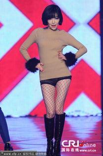 佳仁穿黑丝扭翘臀性感热舞 与AOA组合露腿舞PK