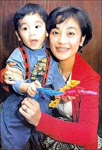 久久女人秀-王令尘10岁时曾遭绑架,此后为求低调,鲜少公开曝光.不过,23岁的...
