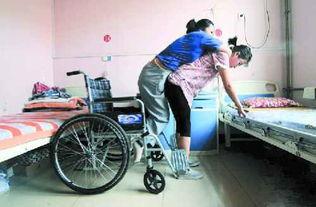 ...大临汾学院学生孟佩杰 12年侍奉瘫痪养母