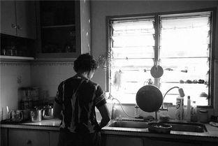 妈妈厨房做饭背影-我想给妈妈一个干净的厨房