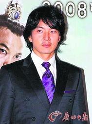 ...迎 韩 爱国 男演员
