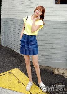婷婷桃色网-鹅黄色T恤搭配条纹半身裙-懒癌晚期解药 素颜 上衣条纹来破