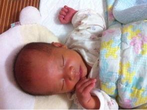 天出月子,本来我的奶水在宝宝7.8天的时候很多,而且2.3个小时就会...