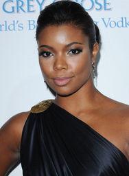 ...暴的新闻触动了黑人女星加布里埃尔·尤尼恩,她在博客中鼓起勇气...