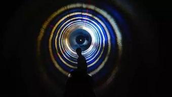 身体将在短暂的黑暗中与巨大的低音里颤抖,你的大脑将在本能的驱动...