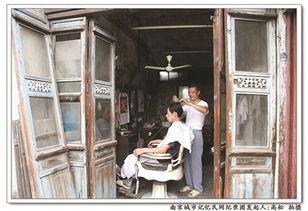 补锅匠   夕阳西下,高淳老街,一位古稀老人正在打铁,柔和的剪影牵...