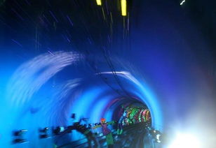 外滩观光隧道穿越黄浦江 高科技手段营造动态景观