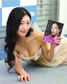 33岁情色写真女王坛蜜爆红日本 开球式当众脱衣