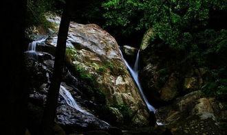 仙圣古河-美丽的南圣河流经海南五指山市区,城区西侧河水拥抱着一个小岛,就...
