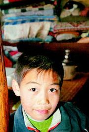 这些孤儿尽管与我们生活在同一片... 他们有泪,也有梦,他们更需要温...
