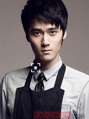 蒋劲夫短齐刘海男生发型图片 帅气 养眼撩妹必备