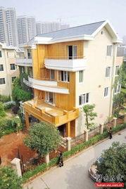 ...3日,长泰豪园小区,吴教授家新装的二楼阳台往前加长了近两米.-...