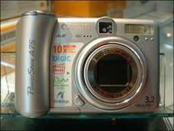 ...像素1/2.7英寸CCD,配备DIGIC图像处理器,3倍光学变焦镜头(焦...