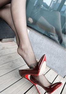 丝袜搭配高跟鞋,魅力满满哪里都是风景