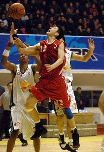 新华社照片,临沂,2005年11月25日 [体育](1)篮球DDCBA:山东...