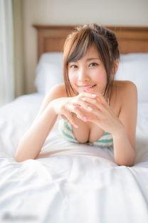 日本当红嫩模佐野雏子秀天使面孔魔鬼身材