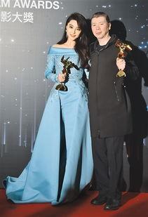 ...《我不是潘金莲》的导演冯小刚在新闻发布会上.-亚洲电影大奖在香...