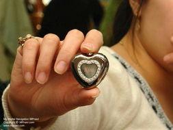 震动器体罚女生塞冰块-是女孩就心动 亲吻 牌MP3送佳人