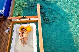 幻的海底增添了一抹神秘的色彩,马尔代夫还有很多美丽的小岛等待你...