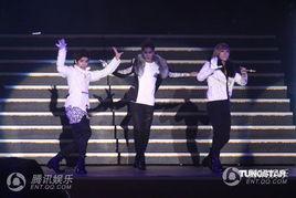 唱会于晚间七点开场,SJ师弟MBLAQ打头阵开场热歌劲舞,马上炒热...