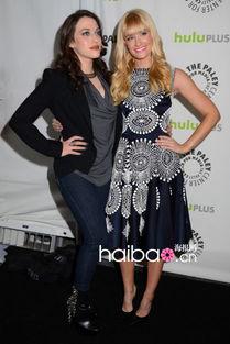两位女主演凯特·戴琳斯 (Kat Dennings) 与贝丝·比厄 (Beth ...