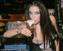 曾经的英格兰天才球星加斯科因,由于积年累月嗜酒成性,险些濒临死...