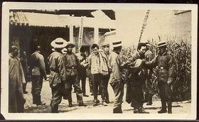 ...程记录了当年犯人被押赴刑场,枪决,验尸全过程.(图文来源:凤...