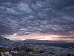 ...上空惊现壮美 风暴云