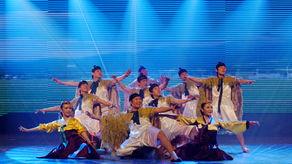 情、秋之获四个章节的基础上,《四季如歌》新创作了序幕、米酒舞、...