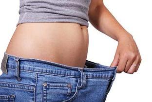 女人春季减肥秀身材多做擦窗运动吧