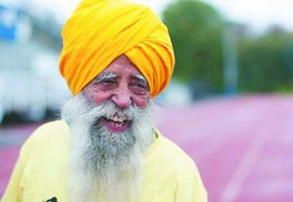 ...格在跑道上露出自信的笑容.(图片来源:资料图)-百岁马拉松世界...