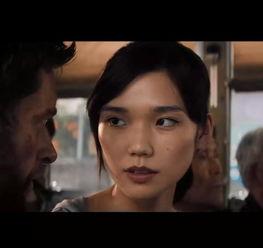 ...vs超人 这个亚洲美女,T台上的她更惊艳