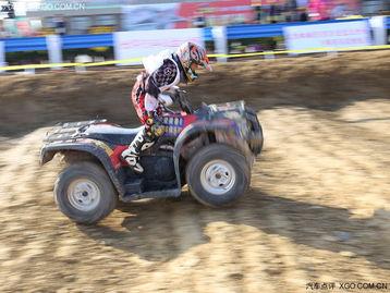 车专用赛道,以油水坡、轮胎坑、水潭、泥坑、双丘及多弧度弯道等考...