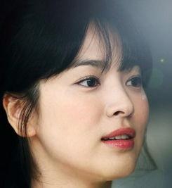 韩国著名影视演员,初期参加模特大赛成名.先后拍摄多部电影电视剧...